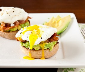 Egg Benedict met avocado