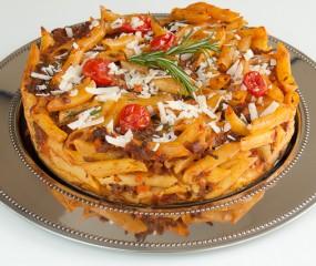 Pastataart met pancetta, rozemarijn en gehakt
