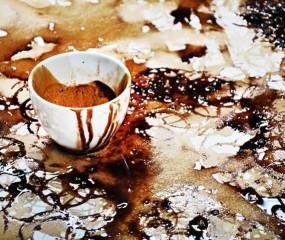 Portretten gemaakt van koffiekopjes