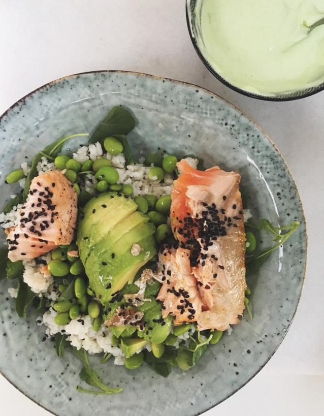 lazy-sushi-bowl-met-zalm
