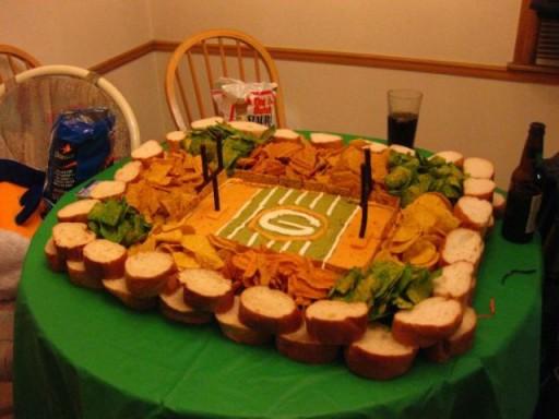 super_bowl_stadiums_made_of_snacks_640_05 (Super Bowl Stadiums Made of Snacks)