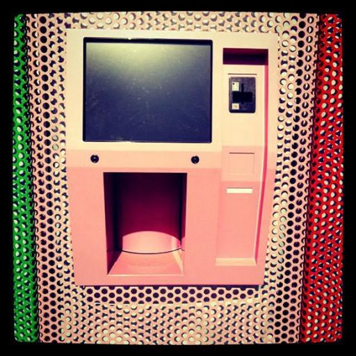24hour-cupcakedispensing-ATM