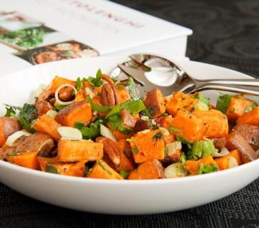 Zoete aardappel met pecannoten en ahornsiroop