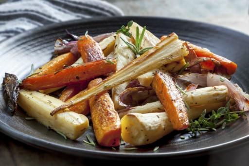 geroosterde groenten wortels stock
