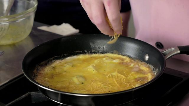 Chef bakt omelet in 15 seconden