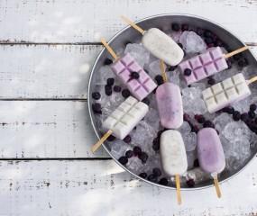 Snelle DIY: yoghurtijs op een stokje