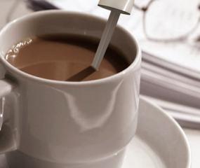 Instantkoffie in een roerstaafje