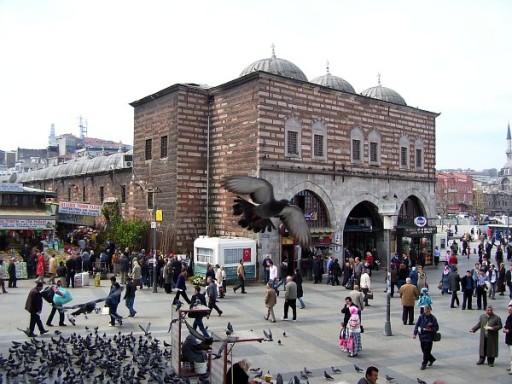 istanbul_egyptian_bazaar_outside_00073