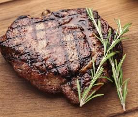 Tip: serveer je steak op een houten plank