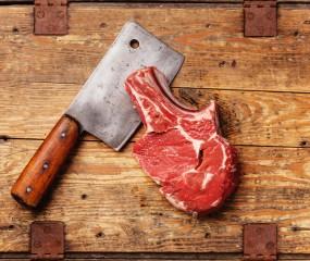 Perfect biefstuk snijden: altijd tegen de draad in