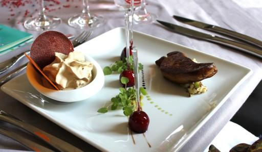 Foie-gras-met-een-creme-van-Morel-paddenstoelen,-crunchy-chips-en-Selenia-toffee-appels
