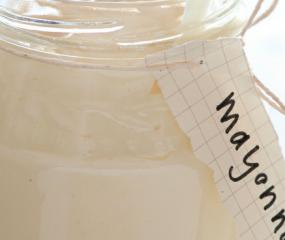 Video: iew, deze vrouw is écht mayonaise verslaafd