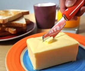 Dit verwarmde mesje snijdt zo door je boter
