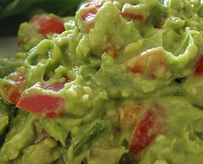 Raw guacamole (raw food)