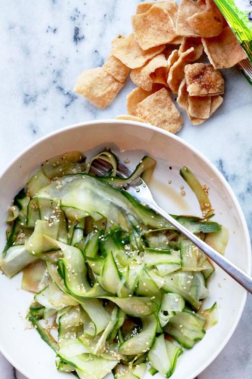 Snelle Aziatische komkommersalade