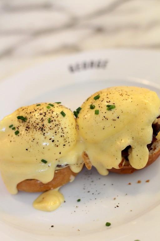 Cafe George Eggs Benedict