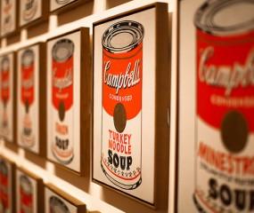 Andy Warhol's Campbell soep eindelijk in de schappen