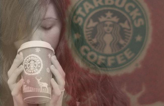 Vreemde actie van Russisch reclamebureau: net doen alsof je Starbucks drinkt