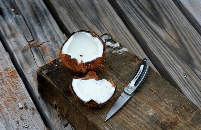 Video: hoe maak je een kokosnoot open?