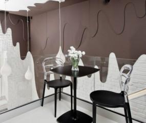 Pools café met muren van... chocolade!