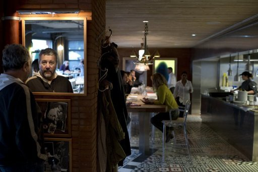 Philippe starck opent restaurant 39 ma cocotte 39 op parijse vlooienmarkt - Ma cocotte philippe starck ...