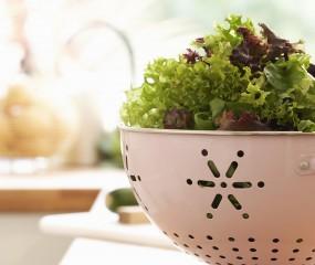 Sla bewaren in de koelkast: 3 tips om zakjes sla langer goed te houden