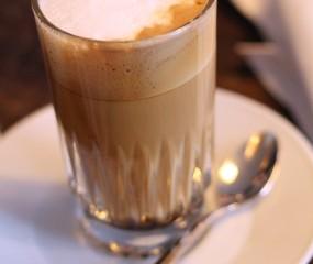 Dit gebeurt er in je lichaam als je een kop koffie drinkt
