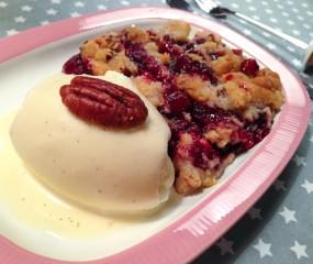 Simpel & heerlijk: kersencrumble met homemade vanille-ijs