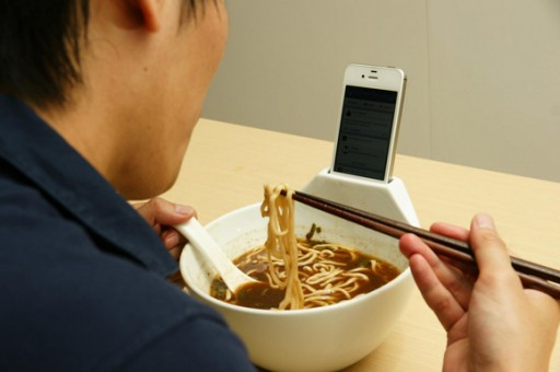 Ramen-bowl-invites-your-phone-to-dinner