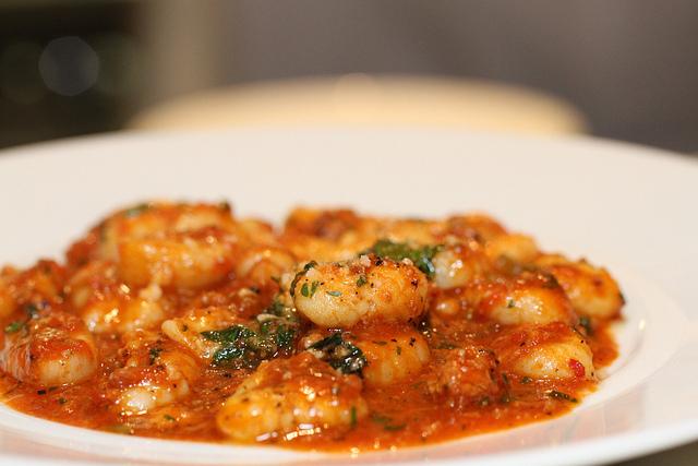 Gnocchi di patate met kip en verse spinazie - Plat familial pas cher ...