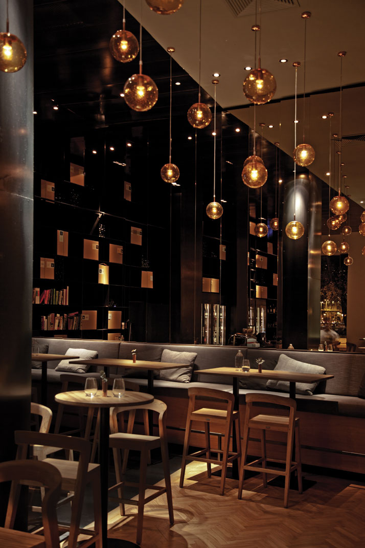 Hotspot in budapest de stylish wijnbar zona - Interior design for hotels and restaurants ...