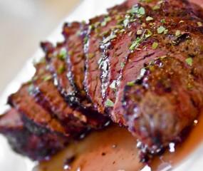 Video: hoe snijd je vlees in mooie porties?