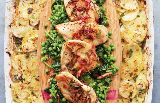Jamie Oliver's goudgele kip met gesmoorde groenten & aardappelgratin