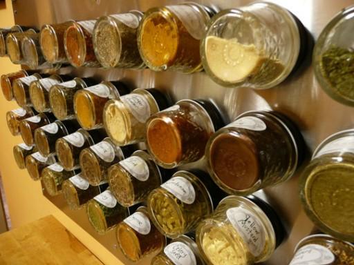 10 handige tips voor het opbergen van gedroogde kruiden - Botes plastico ikea ...