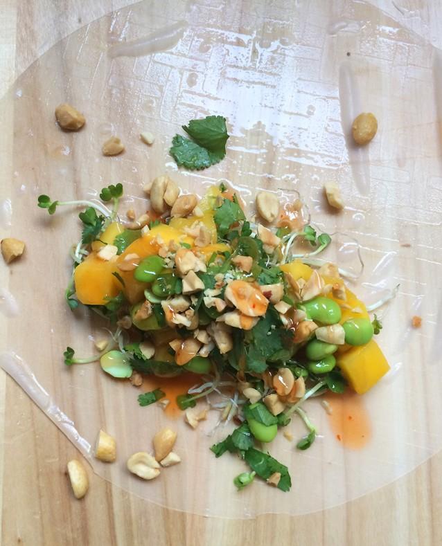 Culy Homemade vega spring rolls met mango en edamame.jpg2