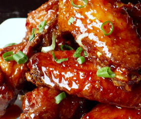 Eva Longoria maakt sweet & spicy chicken wings