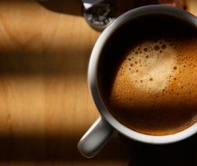 Maak espresso in 30 seconden... in de magnetron!