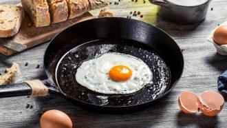 ei als ontbijt in een pan