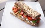Hét zomerbroodje van Anne&Max: zuurdesem met aardbei & limoenricotta