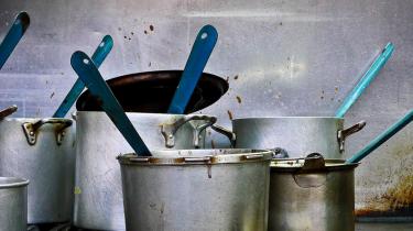Een restje eten staat op de kweek in een pan
