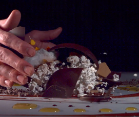 ***Restaurant Alinea van Grant Achatz presenteert zichzelf in arty video