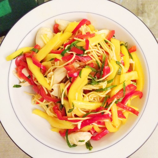 Noodles met mango en kip