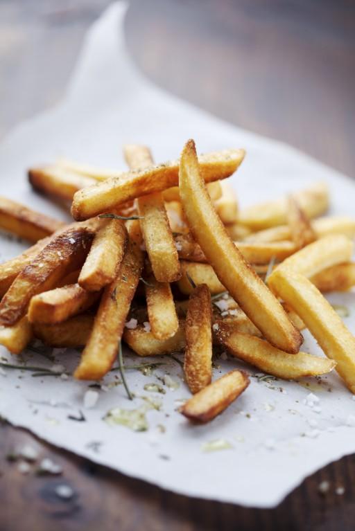 Knapperige frietjes met zout