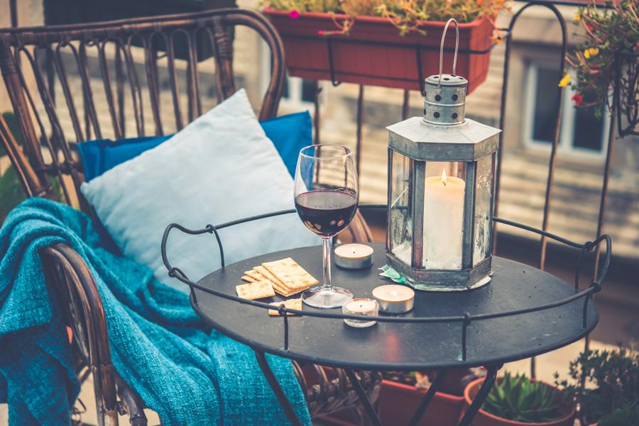 een kleine tuin of balkon zomerklaar maken. Black Bedroom Furniture Sets. Home Design Ideas