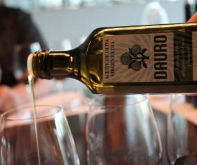 Nieuwe regel: etiket olijfoliefles verplicht voor restaurants