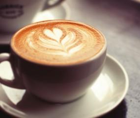 Wakker worden met het geluid van... verse koffie