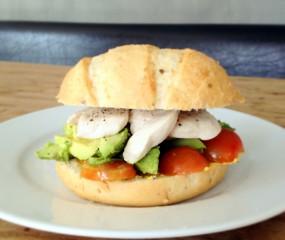 Culy Homemade: kip, avocado & tomaat broodje