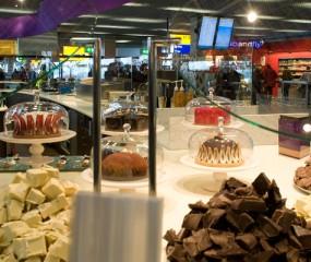Culinaire hotspots op Schiphol: om je vakantie lekker te beginnen