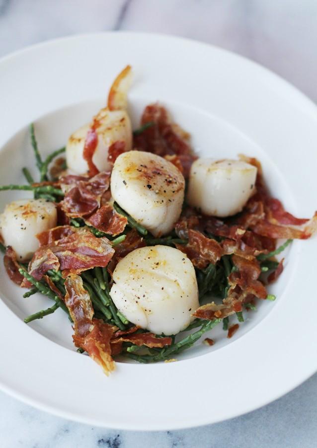 Coquilles-met-zeekraal-en-pancetta2