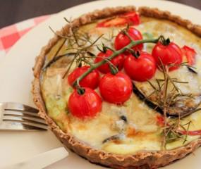 Taartje van gegrilde aubergine, tomaat & gorgonzola